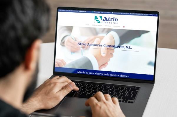 atrio-asesores-laptop-mockup-airearte